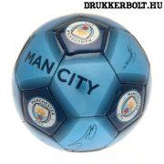 """Manchester City """"Signature"""" labda - normál (5-ös méretű) City címeres focilabda a csapat tagjainak aláírásával"""